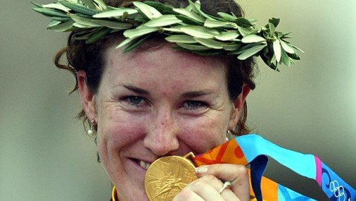 Sara with her gold medal after winning the women's road race at Athens Olympic Games in 2004.